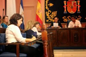 Lola Aquino - PA - En el pleno de Alcalá de Guadaíra