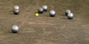 La mejor Jugada es la que deja la bola más cerca, pero sin tocar la bola pequeña. ¿Arriesgas?