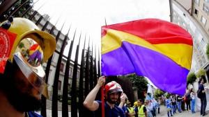 Se pueden hacer manifestaciones autorizadas en los parlamentos sin violencia