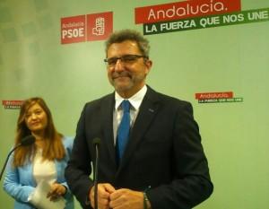 Que sí, que sí, que comunico públicamente mi dimisión sin pedir nada mas con el PSOE de Sevilla. Buen rollo.